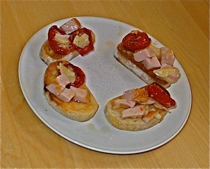 Bruschetta with oven-dried tomatoes, smoked turkey & parmesan